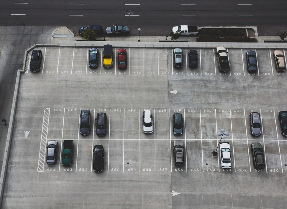 Kiedy warto zainwestować w platformy parkingowe – 3 sytuacje